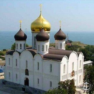 В Свято-Успенском мужском монастыре освящен надвратный храм колокольни
